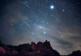 Характерно за Леонидите е, че метеорния поток е с много ярки метеори, които оставят красиви следи