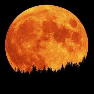 Събитието се случва по-рядко и наименованието му не означава, че в небето ще изгрее наистина Синя Луна
