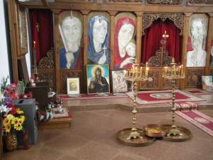 Църковния храм Света Петка Българска в Рупите, поглед от вътре