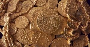Съкровището представлява колекция от 52 златни монети, 14 метра верижки от злато и 110 монети от сребро