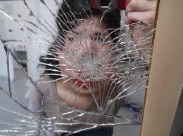 Счупено огледало може да