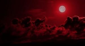 Бенджамин Фулфорд казва, че събитията след кървавата луна са отключили театралничене между Ватикана и Ротшилд.