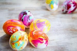 Боядисване на пъстри яйца
