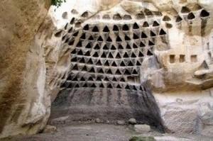 Hirbet Midras, в местността Одолам Nature Reserve в Израел, част от това, за което геологът д-р Александър Колтипин е съставил хипотеза, за огромния комплекс от праисторически подземни структури срещащи се в района на Средиземно море.