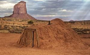 Могили на представители на изчезналата раса от бели гиганти в легендите на някои племена, едно, от които е Навахо.