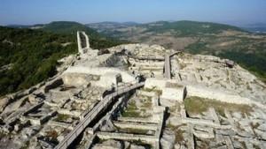 Археолози са открили неотдавна в скалния град Перперикон сребърни монети от времето на Второто българско царство.