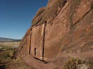 """Мистериозната врата, за която се говорят различни легенди и е наречена """"Врата на боговете""""."""