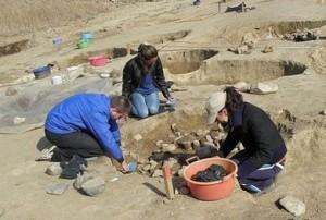 Археолозите намерили полагащи ритуални ями в Югозападна България, в които са открили останките на две деца, които са били пожертвани преди около 2700 години.