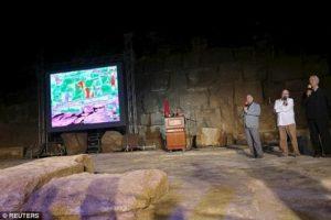 Във вътрешността на Хеопсовата пирамида са открити две неизвестни стаи – наблюдение с инфрачервени лъчи показано на екрана..