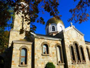 Храм Свети Георги Кърджали, където служи отец петър гарена 10