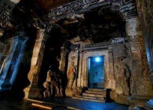 Индийският храм Кайлаш принадлежи на Световното културно и историческо наследство.
