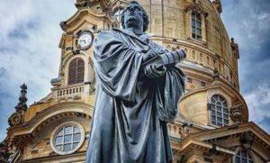 Паметник на Мартин Лутер.