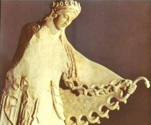 Образ на Атина от около 450 г. пр. Хр., която носи корона от змии и хваща змията, и я превръща в египса - нейното наметало за власт.