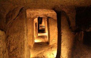 Древният подземен град Нушабад напомня за историята си.