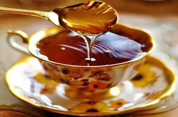 Пчелният мед е отличен източник на естествени захари, антиоксиданти и ензими.