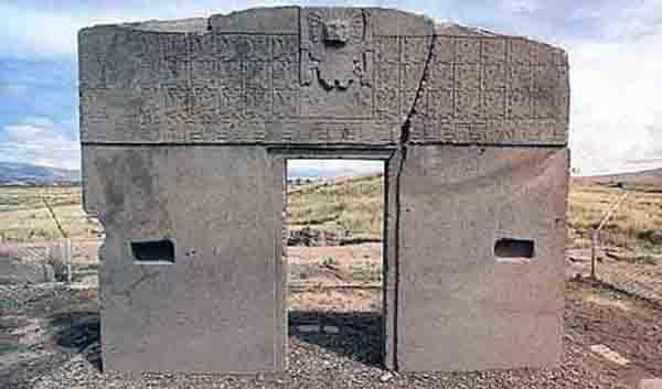 Тайнственият Портал на Слънцето в древната столица Тиахуанако, Боливия.