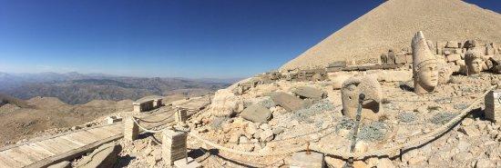 Планината Немрут станала пантеон на арменските богове.
