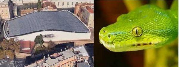 Страховита снимка на залата за аудеинции във Ватикана доказва, че Сатана наблюдава всички папски аудиенции. Изгледът отвън наподобява глава на змия.
