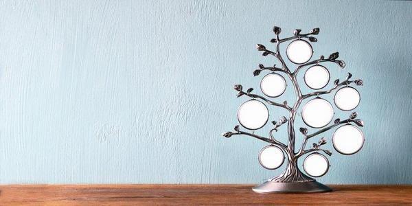 Декоративна стойка с фоторамки за родословно дърво