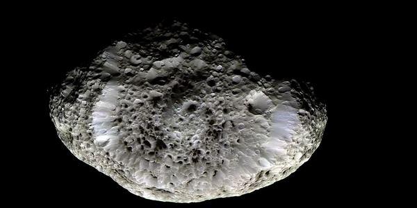 Хиперион прилича на гъба, един странно-оформен свят, пълен със странно-оформени кратери.