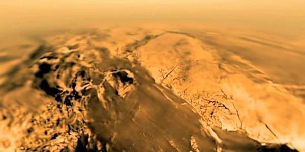 Снимки на повърхността на Титан от сондата Хюйгенс преди кацането